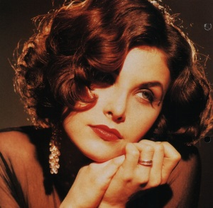 Sherilyn Fenn 1950's starlet hair